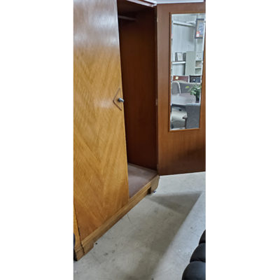 Brown-Armoire